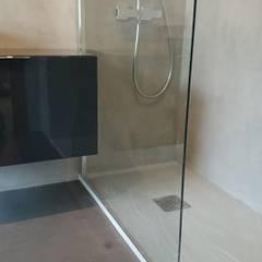 Ducha y mueble de baño: Baños de estilo  de Topciment