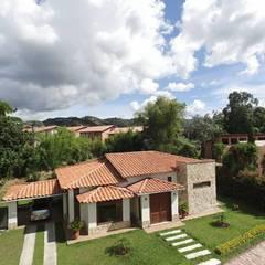 Casas de estilo rural de PREFABRICASA