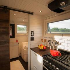 Greenmoxie Tiny House: minimalistic Bathroom by Greenmoxie Magazine