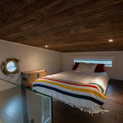 Greenmoxie Tiny House:  Bedroom by Greenmoxie Magazine,Minimalist