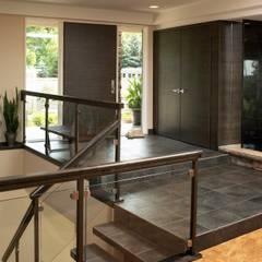 Koridor dan lorong oleh Lex Parker Design Consultants Ltd., Modern