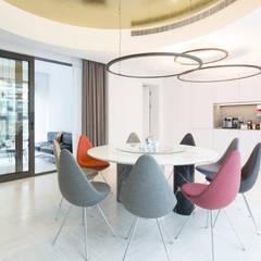: modern Dining room by Kreoo