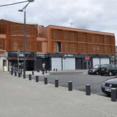 Rénovation globale du centre commercial Marie-Stuart: Centres commerciaux de style  par Léandre Porte Architecture