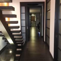 Hall habitación principal: Pasillos y vestíbulos de estilo  por Camilo Pulido Arquitectos