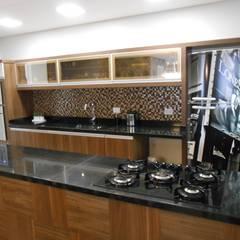 Cozy kitchen- Cozinha aconchegante:  Kitchen by Mariana Von Kruger Emme Interiores