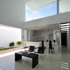 SMD-HOUSE: 門一級建築士事務所が手掛けたリビングです。