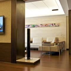 Salones de estilo  de AIRS 艾兒斯國際室內裝修有限公司, Ecléctico