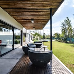Casa VA: Jardines de estilo minimalista por Development Architectural group