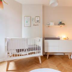 Babykamer:  Kinderkamer door Aangenaam Interieuradvies