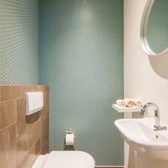 Salle de bain moderne par Aangenaam Interieuradvies Moderne