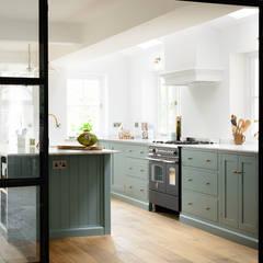 آشپزخانه by deVOL Kitchens