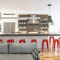 Wavell:  Kitchen by Linebox Studio