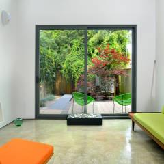 Mini Craven: minimalistic Living room by Linebox Studio
