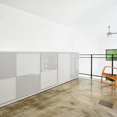 Mini Craven: minimalistic Bedroom by Linebox Studio