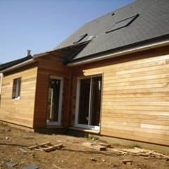 Maison Bois: Fenêtres de style  par Maison eco malin