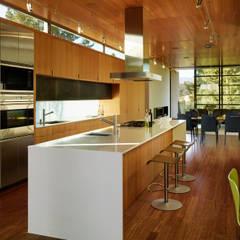 Stanford Residence: modern Kitchen by Aidlin Darling Design