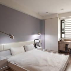 Dormitorios de estilo  por 思維空間設計