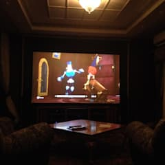 غرفة الميديا تنفيذ Салон домашних кинотеатров ТЕХНОКРАТ