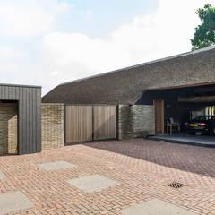 Schuurwoning Leusden: moderne Garage/schuur door Kwint architecten