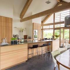 Schuurwoning Leusden:  Keuken door Kwint architecten