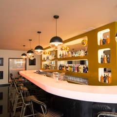 Bar & Klub  by MIMESIS INTERIORISMO SL