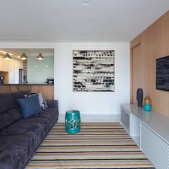 Apartamento FP: Salas multimídia  por Haruf Arquitetura + Design,Minimalista