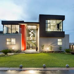 Ultra modern :  Houses by FRANCOIS MARAIS ARCHITECTS,