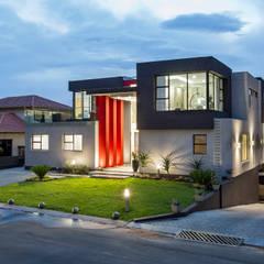Ultra modern :  Houses by FRANCOIS MARAIS ARCHITECTS,