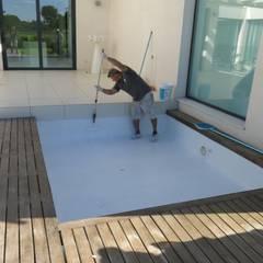 Reforma de piscina con microcemento: Hoteles de estilo  de Topciment