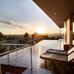 Home on a hill:  Patios by FRANCOIS MARAIS ARCHITECTS