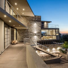 Home on a hill Modern houses by FRANCOIS MARAIS ARCHITECTS Modern