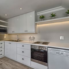 Saffraan Ave:  Kitchen by House Couture Interior Design Studio