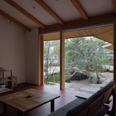 松山・今在家の家: 澤村昌彦建築設計事務所が手掛けたリビングです。