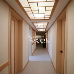 Corridor and hallway by 한옥공간