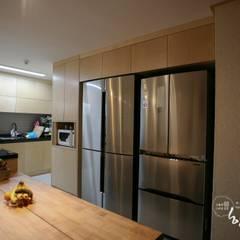 현대공간과 잘 어울리는 퓨전 한옥인테리어: 한옥공간의  주방
