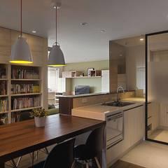 十畝之間:  廚房 by 禾光室內裝修設計 ─ Her Guang Design