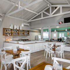 Portfólio : Espaços gastronômicos  por Manzoni Arquitetos & Associados