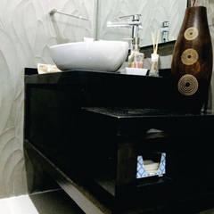 Baños de estilo  por Arqca,