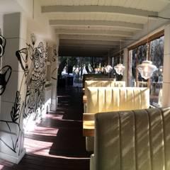 Santa Calma : Bares y Clubs de estilo  por WASABI DESIGN