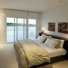 Mastersuite: Dormitorios de estilo  por CIBA ARQUITECTURA
