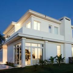 Arquitectura sensible y emocional: Casas de estilo  por CIBA ARQUITECTURA,Moderno