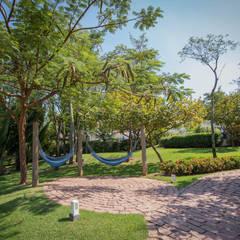 Garden by Roncato Paisagismo e Comércio de Plantas Ltda, Eclectic