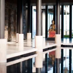 Fotografía de arquitectura - Villa Siriyana, Punta Mita, Nayarit: Pasillos y recibidores de estilo  por Arcencielstudio
