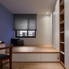 簡約風新居落成 機能X美感的亮麗演出:  臥室 by 合觀設計