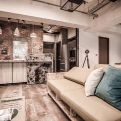 竹東 PC House:  客廳 by 丰墨設計 | Formo design studio
