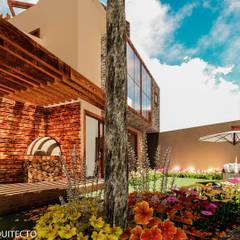 CASA JONES - PROYECTO: Jardines de estilo  por FRANCO CACERES / Arquitectos & Asociados