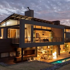 Modern House Designs:  Houses by Ndiweni Architecture