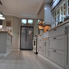 Project : De Wet:  Kitchen by Capital Kitchens cc, Country Wood Wood effect