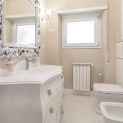 Phòng tắm by Facile Ristrutturare