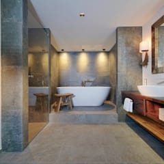 Country style bathrooms by Go Interiors GmbH Country